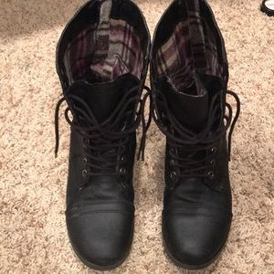 SM New York Shoes - SM New York Combat Boots - Gently Worn